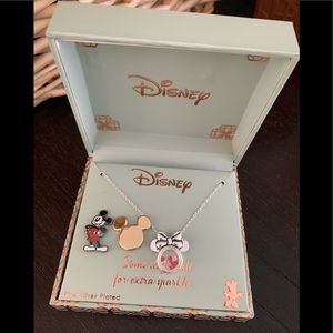 Disney Minnie Mouse Necklace w/ 2pc set pins NEW!!
